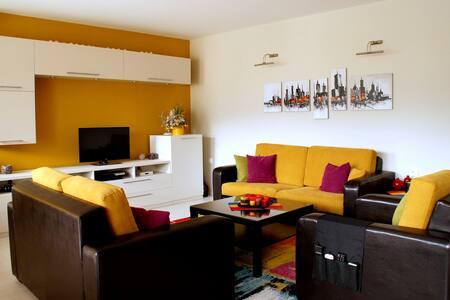 Cozy n' Quiet flat w/ a great view - Skopje - Huoneisto