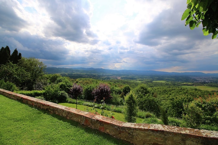 Cosy Holiday Home in Pergine Valdarno with Terrace