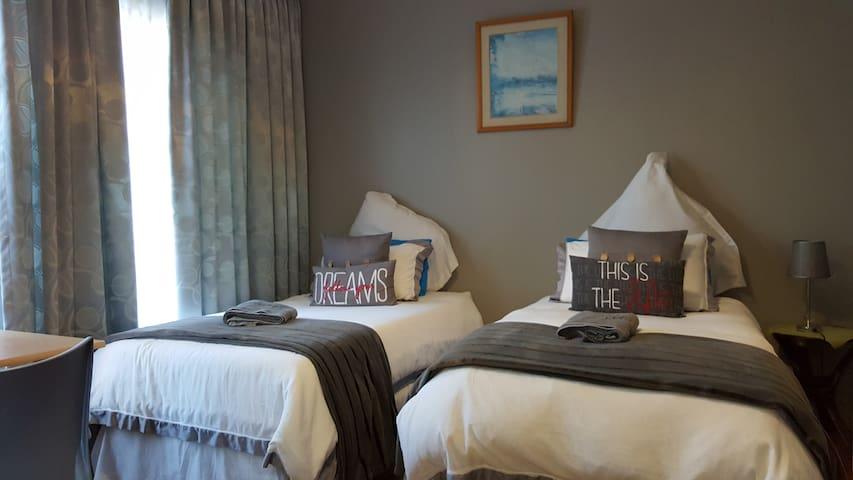 Intaka Guest House - Albatross Room