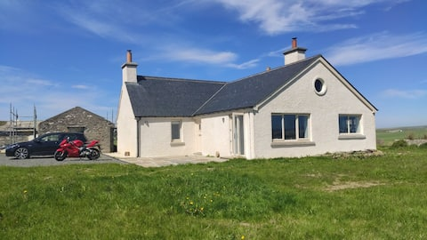 Private 2 Bedroom cottage located in heart of neolithic Orkney with uninterrupted views.