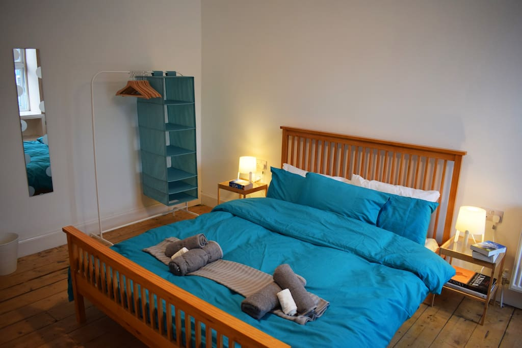 Deluxe King size Bed with panoramic harbour views in the heart of Tarbert.
