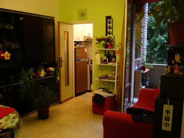 Confortable room in shared flat appartamenti in affitto for Appartamenti in condivisione milano