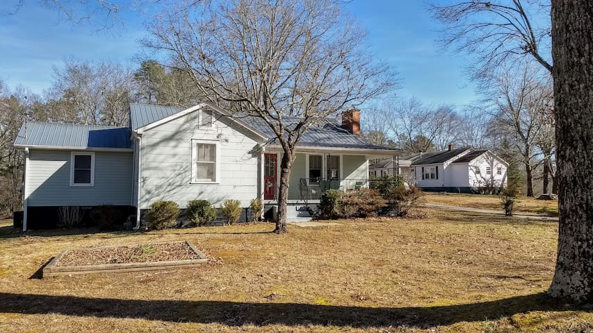 Spacious Old Neighborhood charm of Habersham