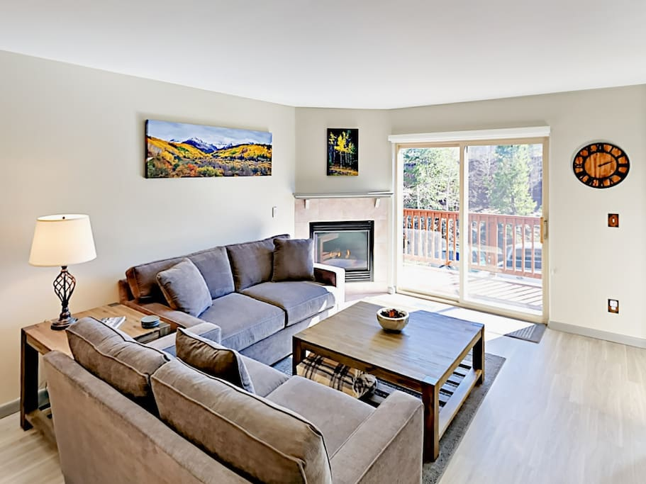 Seating for 4 can be found on the plush sofas in the sunny living room.