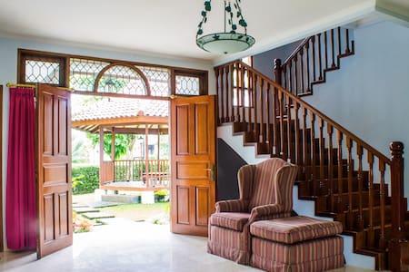 Rancamaya Estate - Jasmine 2 No. 174 - Bogor - 别墅