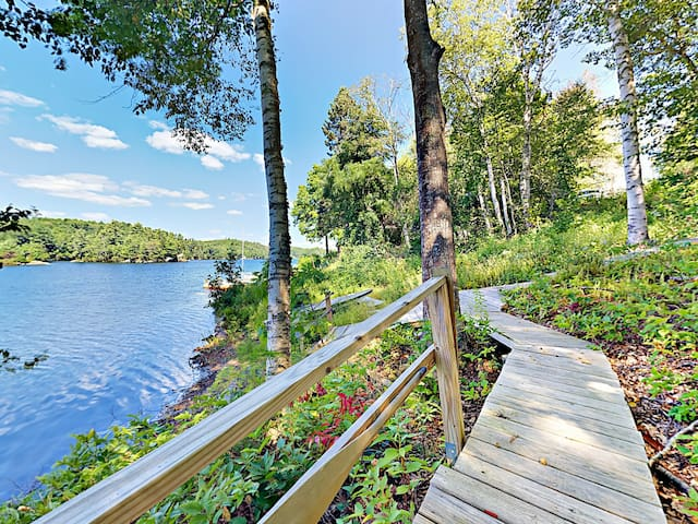 3BR Lakefront Townhome w/ Dock