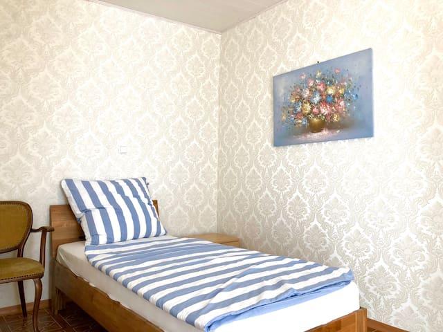 Einzelzimmer EG: Ferienhaus und -zimmer Frickental