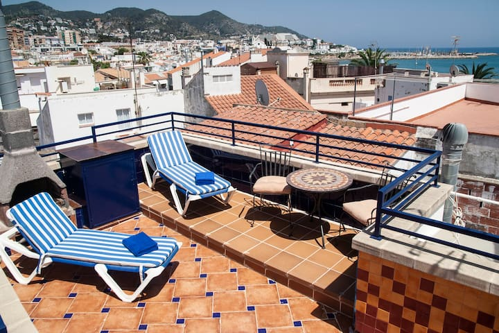 Private sundeck rooftop terrace 40.9m2 with spectacular 360º views.