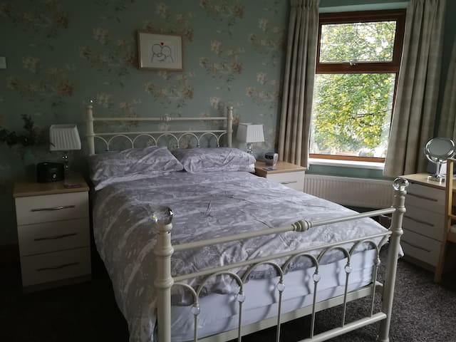 Penarth - Large room in Victorian Property