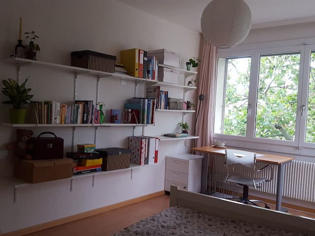 helles gemütliches Zimmer in St. Gallen