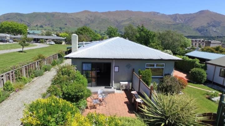 Townside Studio, Helwick st, Central Wanaka