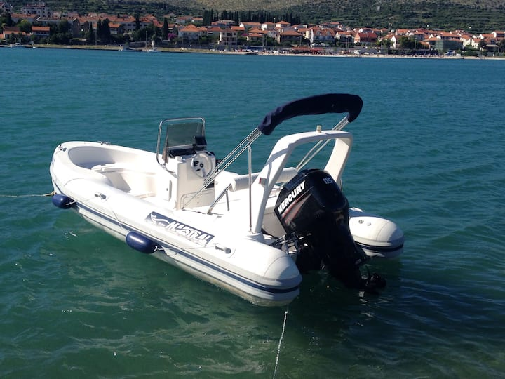 Boat rent Trogir Maestral 555 RIB