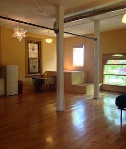 Entire apartment-Private - Madison - Apartamento