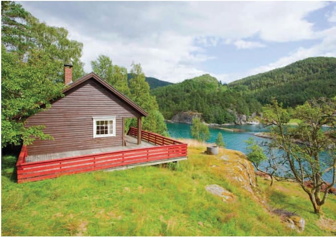 Charming hut by the fjord! - Suldal