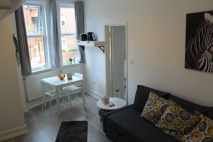 COSY & Compact FLAT in ZONE 2 LONDON !
