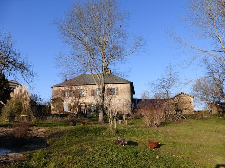 Grand gîte campagnard 8 chambres à 12 km de Brive