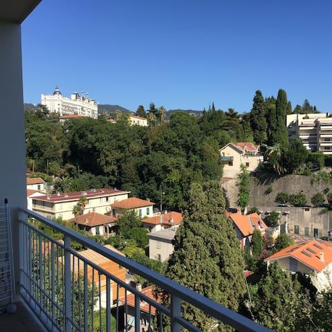 Appartement au calme avec vue sur Nice - Nice - Apartment