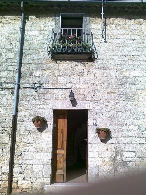 L'ingresso della casa sita in Morrone del Sannio