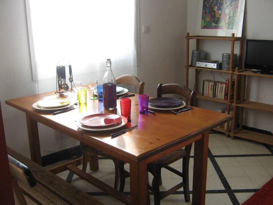 table dans le salon