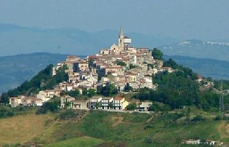 Il paese, Morrone del Sannio, a mezz'ora circa da Termoli