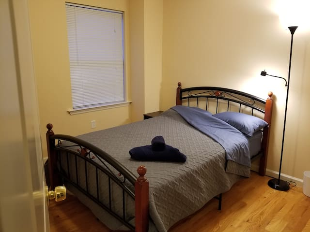 Great room, clean home, 24/7 Path to NYC!