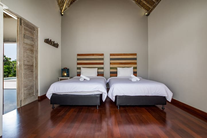 Big bedroom, 2 beds (120cm) in villa with pool - Kuta Selatan - Casa