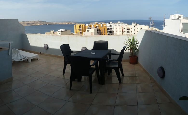 Seaview Penthouse-wifi(OFFER Nov-Mar stay 7 pay 6) - Bugibba, St Paul's Bay