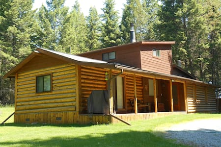 Secluded, 2 Bedroom Log Cabin - Kila