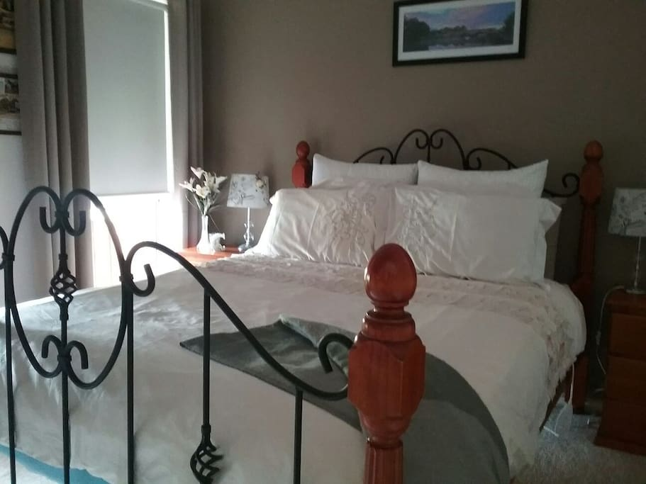 Guest comfortable & private Queen suite.