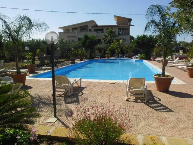 trivani bouganville  piscina - sciacca - Pis