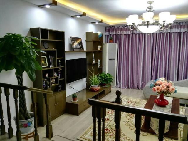 (鼓楼:艺考区) 南京艺术学 南二师 河海大学 住在秦淮河边(免费送考) 直达夫子庙 中山陵 博物馆