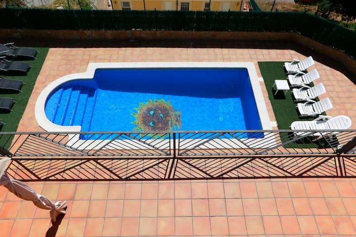 Espectacular villa con piscina y vistas al mar - Tordera - Villa
