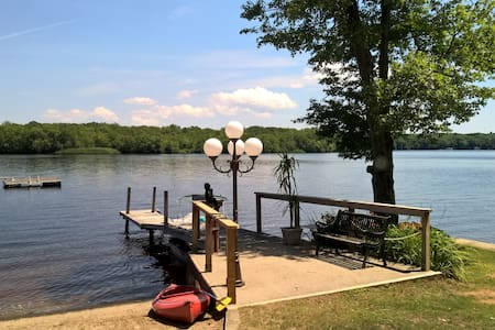Waterfront Retreat at Lake Pachaug - Griswold - Rumah