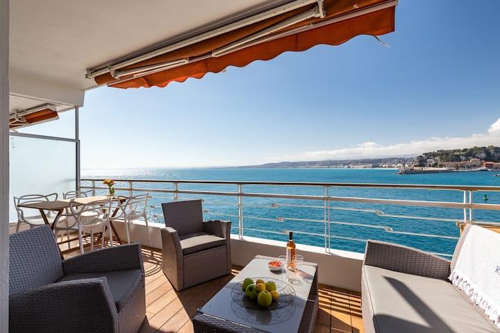 Cap de Nice/ Port: Les Pieds dans l'eau. Terrasse