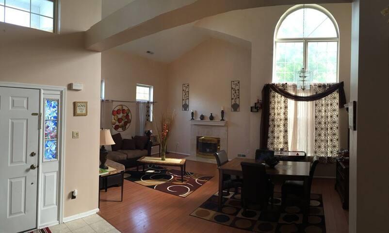 Cozy Private Room w/private bathroom - Sayreville - Casa