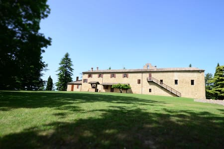 Family/Group Rooms inside an Historical Mansion - Rimini - Villa