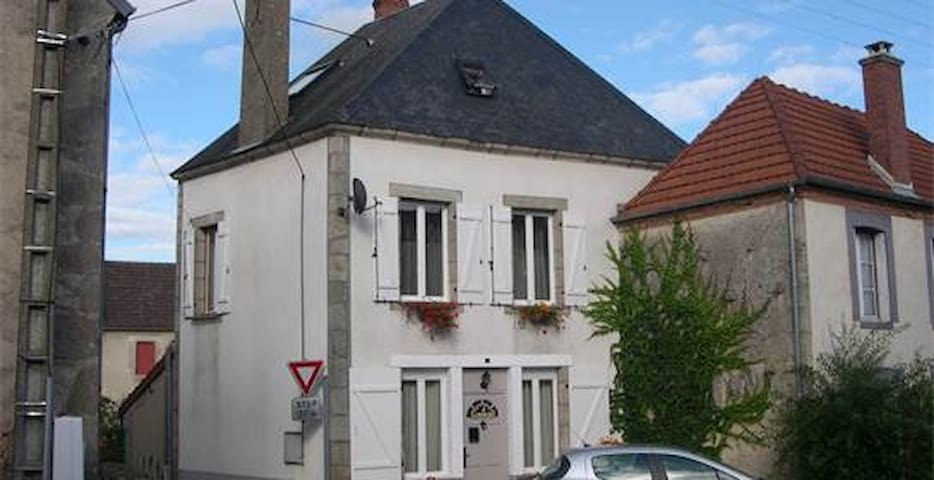 Charming French  village house - Domeyrot - Casa