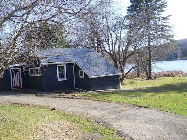 Allie's Cottage on Chrysler Pond - Copake - Casa