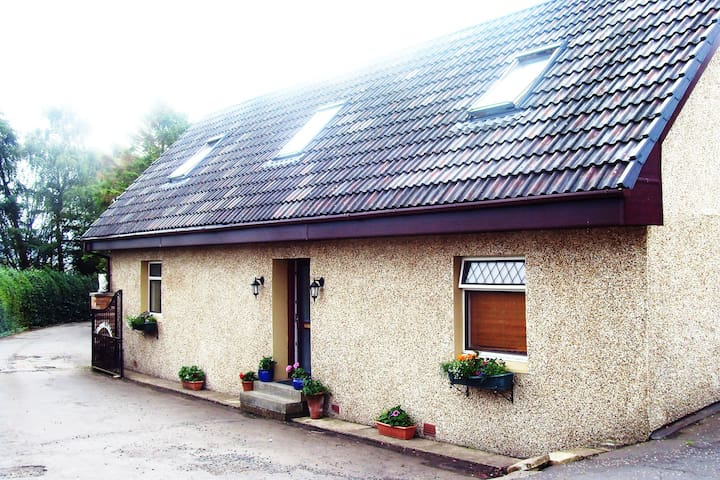 Country Cottage with stunning view  - Fardalehill