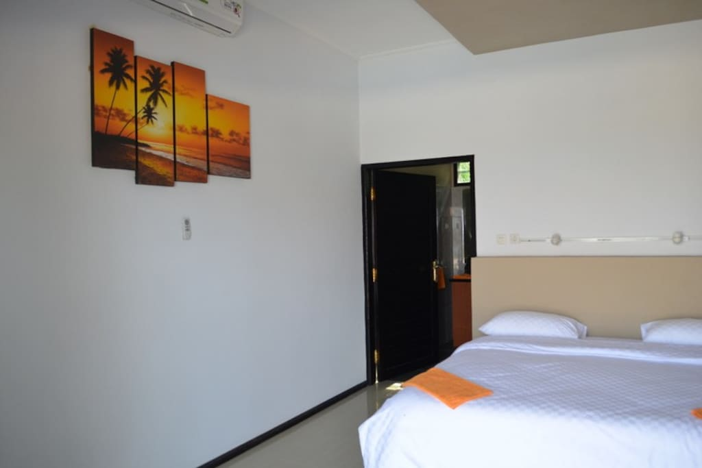 all rooms are large. queen size beds or twin beds