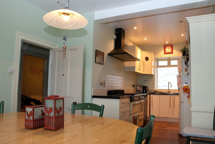 Harbour View Town House - Sleeps 6 - Cobh - House