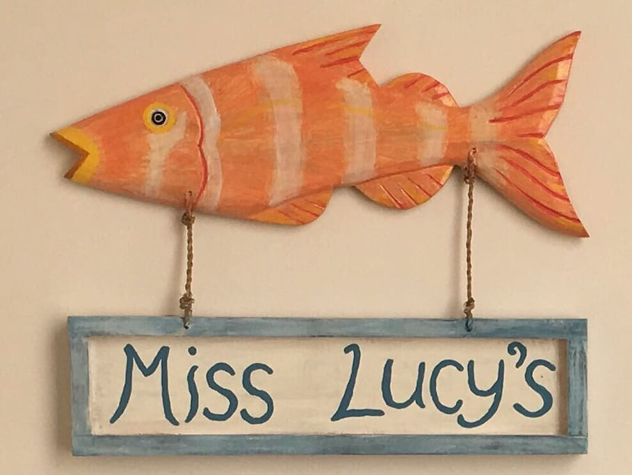 A fishy welcome to our guests from Miss Lucy (aka: Red Stumpnose)