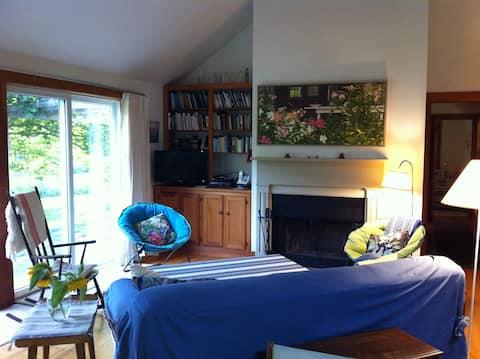 Sunny 2 Bedroom,vaulted ceilings & 360 field views