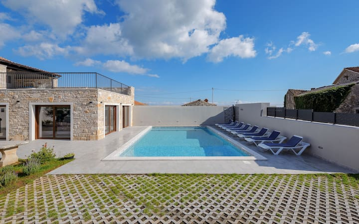 Villa VALTURA**** for 12 with pool*