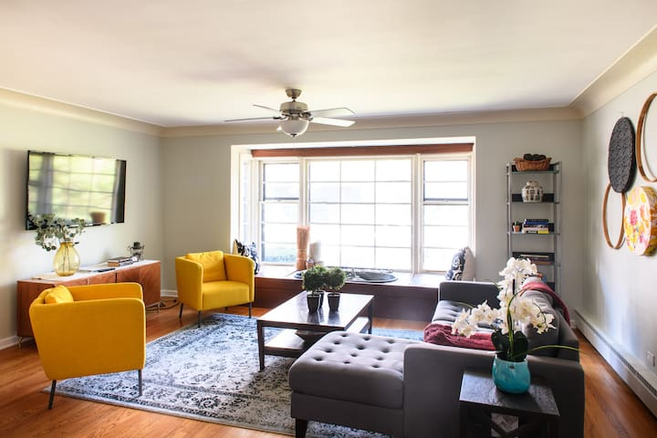 Stay in a Large, Bright Flat in Downtown Oak Park