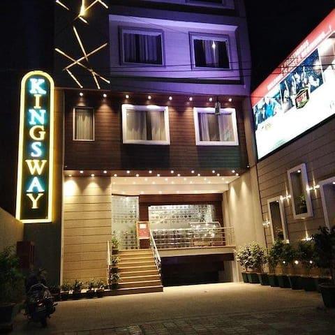 Hotel Kingsway Deluxe Room