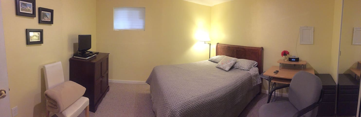 Spacious private room in basement - Fairfax - Casa