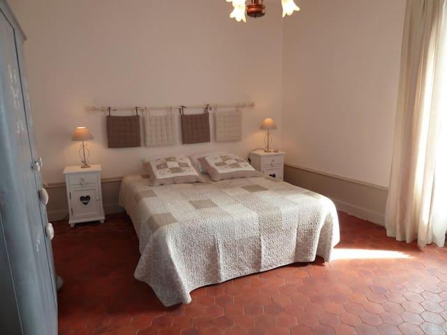chambre d'hotes près de Beaune 4 p - Sampigny-lès-Maranges - Bed & Breakfast