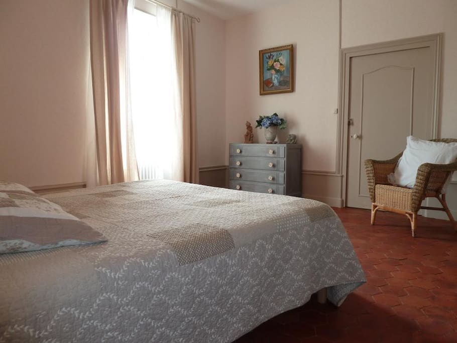 chambre d 39 hotes pr s de beaune de 1 4 personnes guesthouses for rent in sampigny l s. Black Bedroom Furniture Sets. Home Design Ideas
