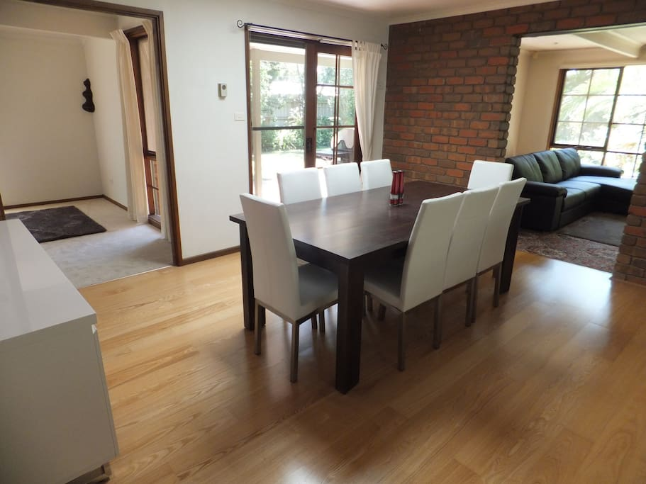 Open plan dining - air con, sits 8 people